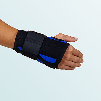 - Wrist Bandage with buttoning pull